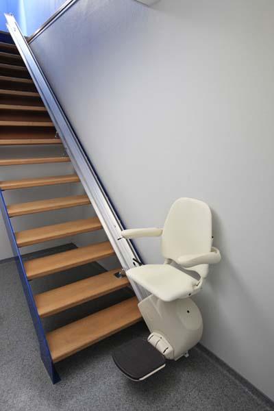 armor accessibilit fauteuil monte escalier automatisation domotique rampe d 39 acc s main. Black Bedroom Furniture Sets. Home Design Ideas